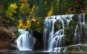Картинка осень, деревья, озеро, скалы, водопад, поток, США, штат Вашингтон, Скамейния