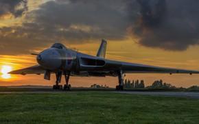 Картинка крылатая машина, авиация, закат, Avro Vulcan, боевой самолёт