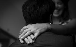 Картинка улыбка, кольца, руки, черно-белое, влюбленные, помолвка