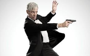Картинка cinema, gun, pistol, weapon, man, movie, film, Anacleto Agente Secreto