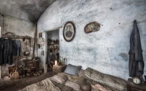 Картинка комната, кровать, камин