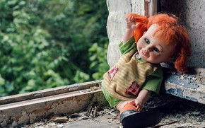 Картинка кукла, окно, натурализм