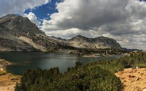 Картинка небо, облака, деревья, горы, озеро, камни, Калифорния, США, кусты, Saddlerock Lake