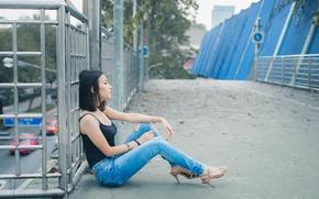 Картинка лето, девушка, джинсы, сидит