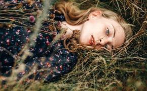 Картинка трава, веснушки, губки, букетик