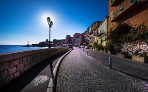 Обои море, небо, солнце, пейзаж, улица, побережье, Франция, дома, горизонт, фонари, Прованс, Лазурный берег, Средиземное море, ...