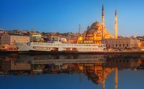 Картинка вода, закат, отражение, река, корабль, дома, фонари, башни, мечеть, набережная, Стамбул, Турция, дворец