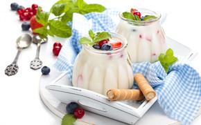 Картинка листья, ягоды, черника, клубника, банки, мята, вафли, салфетка, поднос, ложки, йогурт, красная смородина