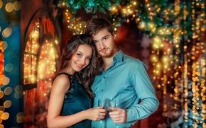 Картинка девушка, ветки, праздник, новый год, рождество, бокалы, пара, ёлка, парень, влюблённые, боке, декорация