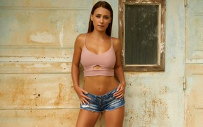 Картинка girl, shorts, beauty, face, brunette, top, body, standing, close up, Laureen