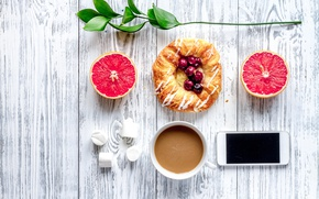 Обои булочка, breakfast, coffee cup, завтрак, wood, грейпфрут, phone, ягоды, черника, какао