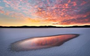 Обои зима, небо, облака, свет, снег, отражения, закат, природа, озеро, краски, вечер