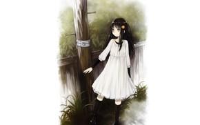 Картинка столб, девочка, белое платье