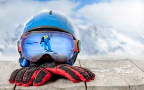 Обои перчатки, лыжный спорт, облака, очки, доски, боке, лыжник, шлем, горы, зима, фон, снег, отражение, пейзаж