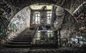 Картинка окно, лестница, развалины, заброшенный дом