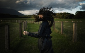 Картинка девушка, волосы, бег, чёрное платье, Koichi ITO