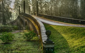 Обои трава, солнце, Шотландия, зелень, Dumfries House, мох, кусты, рассвет, деревья, туман, Ayrshire, мост, парк, утро