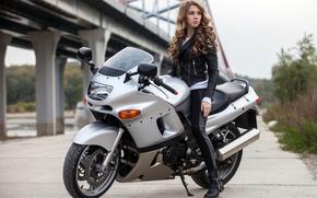 Картинка девушка, куртка, прическа, мотоцикл, шатенка, байк, в черном