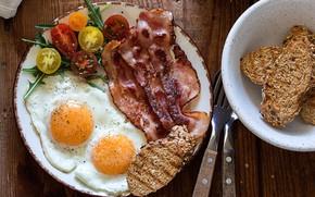 Картинка хлеб, яичница, помидор, бекон, салат
