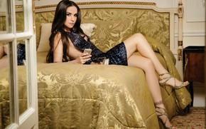 Картинка поза, кровать, актриса, знаменитость, Natalia Oreiro