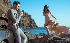 Картинка море, небо, девушка, солнце, радость, поза, улыбка, камни, настроение, скалы, побережье, яхта, макияж, фигура, платье, …