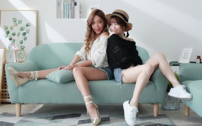 Картинка девушки, диван, азиатки