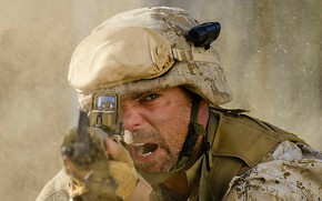 Картинка cinema, gun, soldier, weapon, dust, man, movie, film, rifle, shot, helmet, uniform, seifuku, Alien Outpost