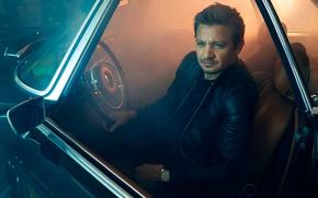 Обои авто, свет, ночь, куртка, актер, черная, за рулём, сидит, фотосессия, Джереми Реннер, Jeremy Renner, кожанка, ...