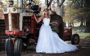 Картинка девушка, поза, трактор