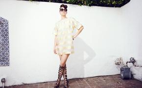 Картинка поза, модель, макияж, фигура, платье, актриса, брюнетка, очки, прическа, наряд, фотосессия, Lauren Cohan, Лорен Кохэн, …