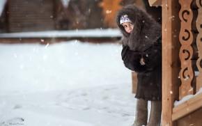 Картинка зима, взгляд, девочка, платок, настороженность