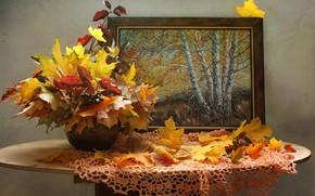 Обои ваза, картина, салфетка, клён, столик, листья, ягоды, ветки, осень