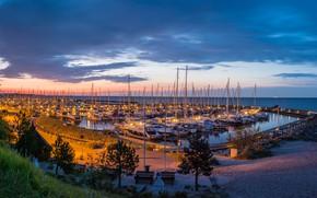 Картинка небо, облака, закат, огни, берег, яхты, вечер, Германия, горизонт, залив, Grömitz
