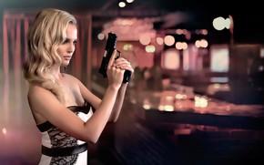 Картинка огни, поза, блики, пистолет, бар, макияж, платье, прическа, блондинка, красотка, боке, Tayler, Brad Olson