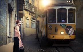 Картинка девушка, город, трамвай
