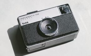 Картинка black & white, камера, фотоаппарат, черно-белое, camera, photocamera, фотокамера, Kodak, ломография, Кодак, Instamatic, Instamatic 133
