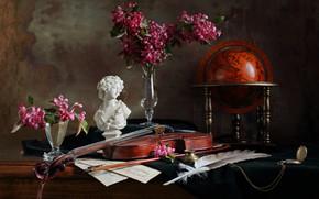 Картинка цветы, ноты, перо, скрипка, часы, статуэтка, натюрморт, глобус