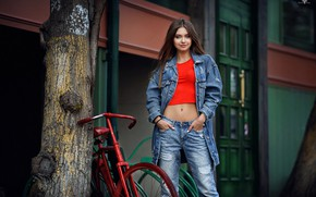 Картинка велосипед, поза, улыбка, дерево, модель, портрет, джинсы, макияж, майка, куртка, прическа, шатенка, красотка, стоит, Polina, …