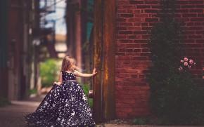 Картинка стена, кирпич, платье, девочка, Meg Bitton