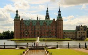 Картинка облака, castle, небо, Дания, Фредериксборг, красивый, лужайка, вода, Denmark, Hillerød, Frederiksborg, Frederiksborg Slot, замок, ограда, …