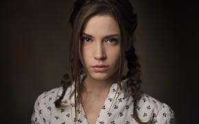 Обои взгляд, девушка, лицо, милая, модель, портрет, прическа, косички, light, рубашка, шатенка, красивая, прелесть, малышка, studio, ...