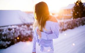 Картинка зима, девушка, снег, плечо