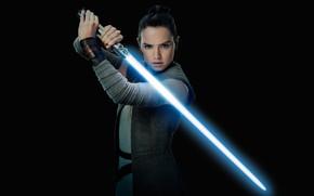Обои оружие, постер, поза, Дэйзи Ридли, фантастика, меч, световой мечь, черный фон, Daisy Ridley, Звёздные войны: ...