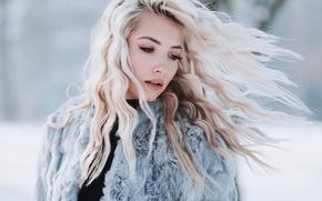 Картинка зима, девушка, снег, фон, макияж, прическа, блондинка, шуба, боке