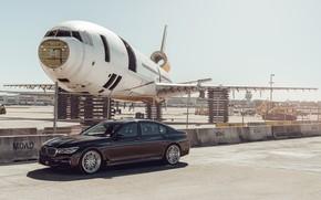 Картинка самолет, автомобиль, аэродром, BMW 7