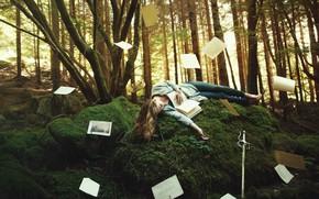 Обои лес, девушка, деревья, поза, фантазия, растительность, мох, сон, сказка, меч, корона, холм, фэнтези, блондинка, спит, ...