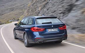 Картинка дорога, горы, движение, растительность, склоны, BMW, вид сзади, универсал, xDrive, Touring, корма, 530d, 5er, тёмно-синий, …