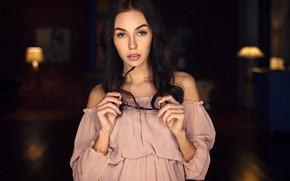 Картинка взгляд, фон, модель, портрет, макияж, платье, брюнетка, очки, прическа, боке, Sergey Fat, Viktoriya Sheremetyeva