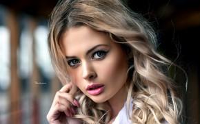 Картинка girl, green eyes, long hair, photo, photographer, model, lips, face, blonde, shirt, portrait, mouth, makeup, …