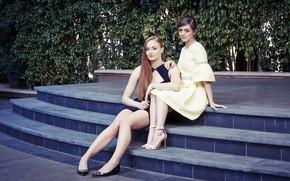 Картинка лестница, ступени, прически, фотосессия, платья, Sophie Turner, Maisie Williams, Софи Тернер, Мэйси Уильямс